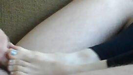 Жорсткий трах на мама з сином секс червоному дивані в натуральному