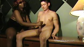 Дівчина секс мами с сином Дрочит мастурбація