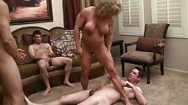 Масаж секс з мамою друга блондинки ножицями