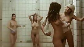 Російські грають з оголеним тілом парнуха з мамою