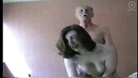 Порося гвалтує гарненьку шатенку на mat porno підлозі